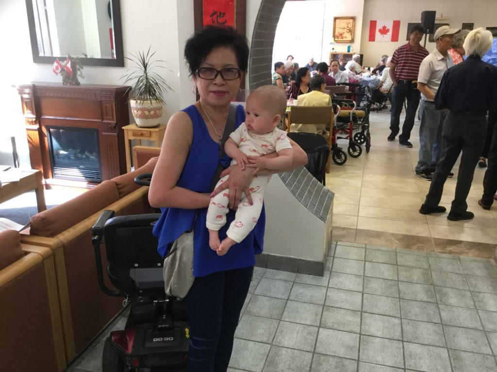 Volunteer Polly Yip and her granddaughter